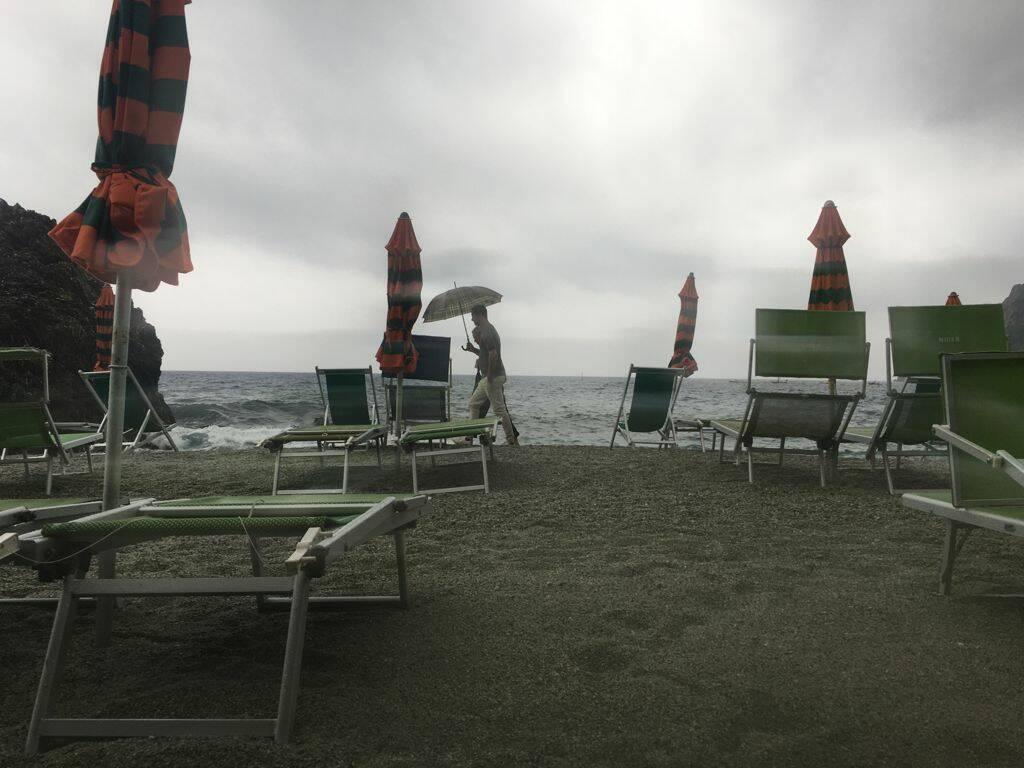 Monterosso e la spiaggia di fine stagione