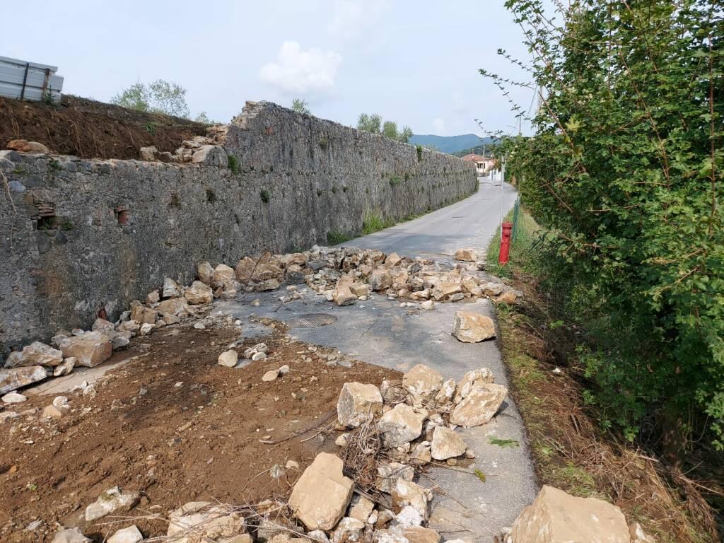 Muro caduto in via Bradia