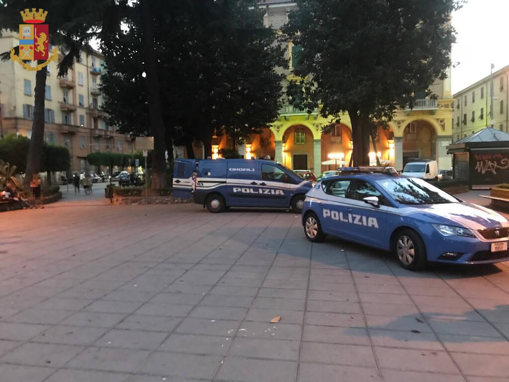 Polizia in Piazza Brin