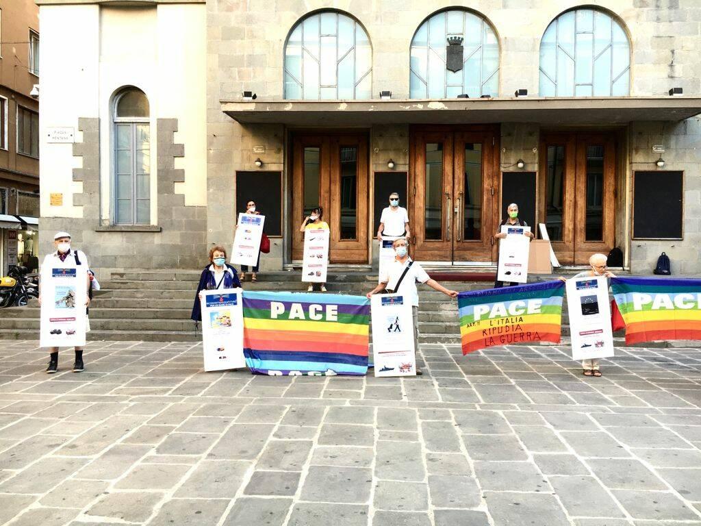 """Presidio delle associazioni pacifiste che sottoscrivono l'appello """"Riconvertiamo seafuture"""""""