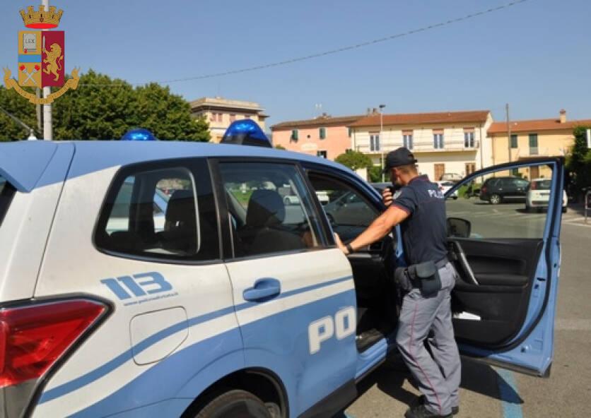Volante della Polizia a Sarzana