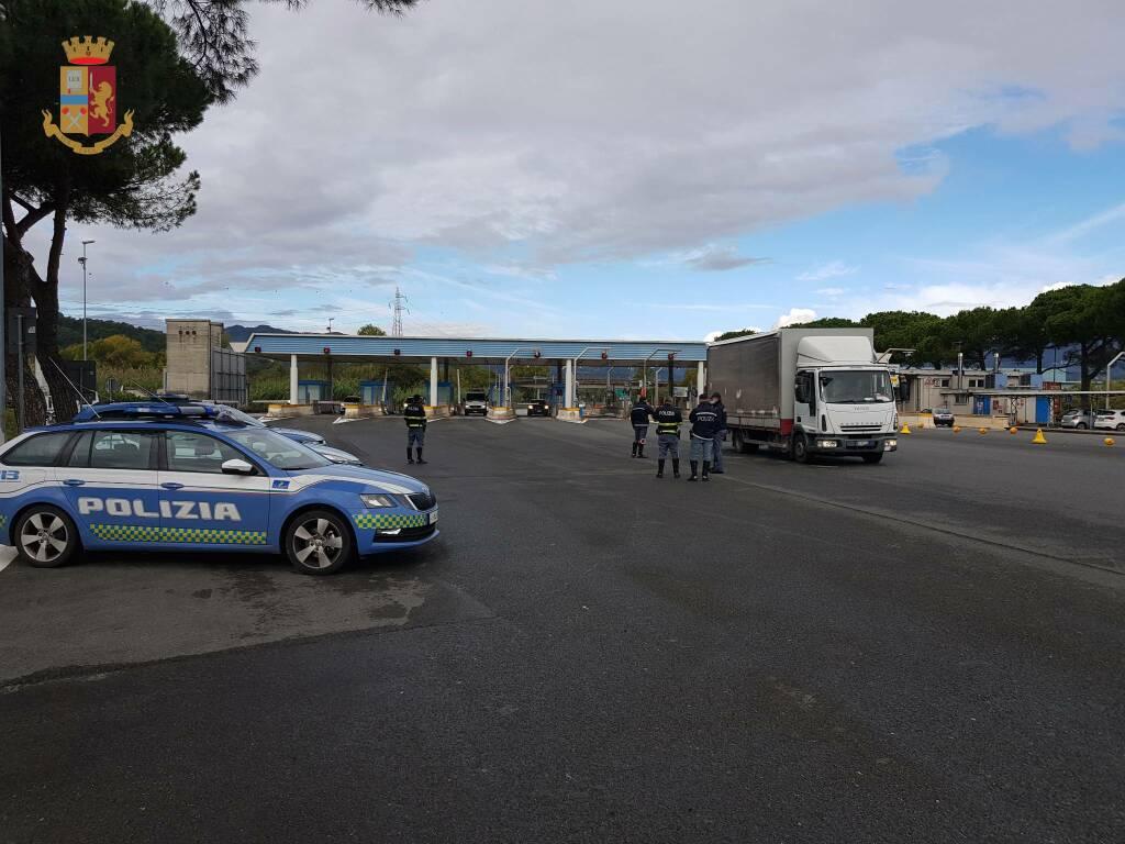 Polizia al casello di Fornola